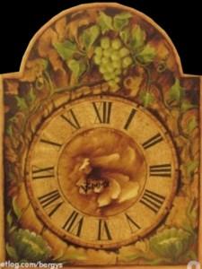 Tämän kellon koristelu on saanut vaikutteita etelästä.