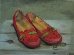 Taidehistorijoitsija Tiina Ottela piti kritiikkiä ja pyysi maalamaan erilaisia versioita kengistä.